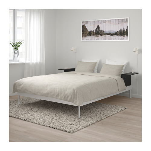 DELAKTIG gultas rāmis ar 2 naktsgaldiņiem