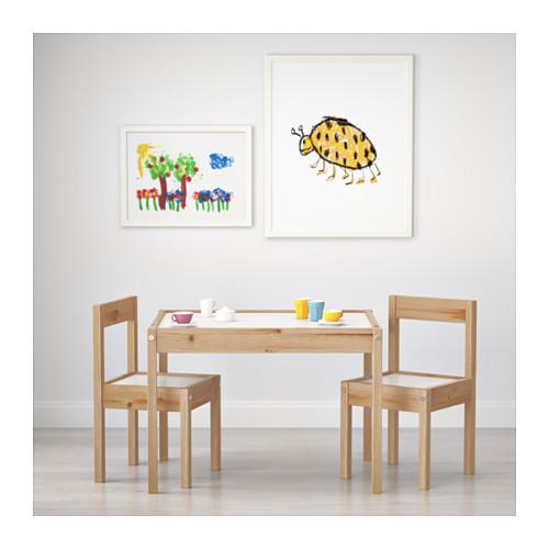 LÄTT vaikiškas stalas su 2 kėdėmis