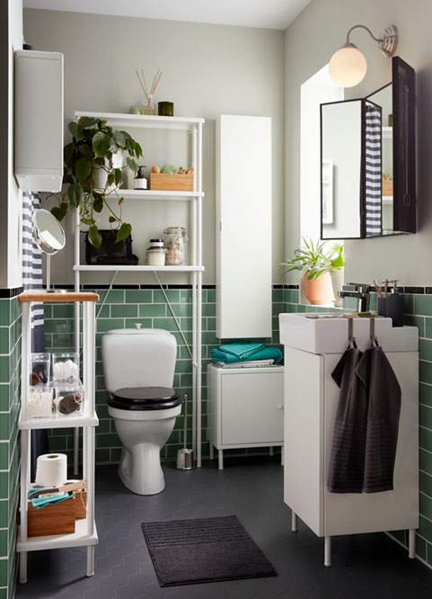 A couple's bathroom: small space solutions