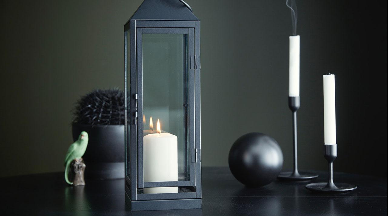 Miers un mājīgums sveču gaismā