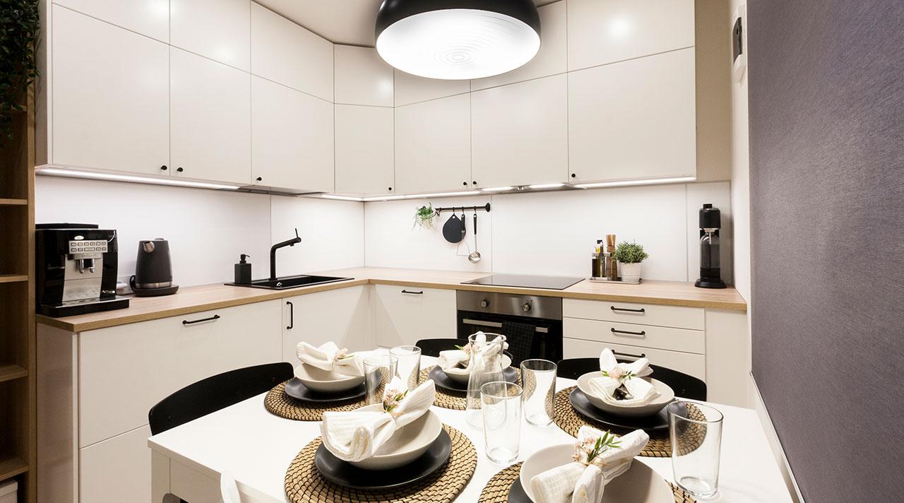 Kuidas muuta väike köök suurele perele sobivaks?